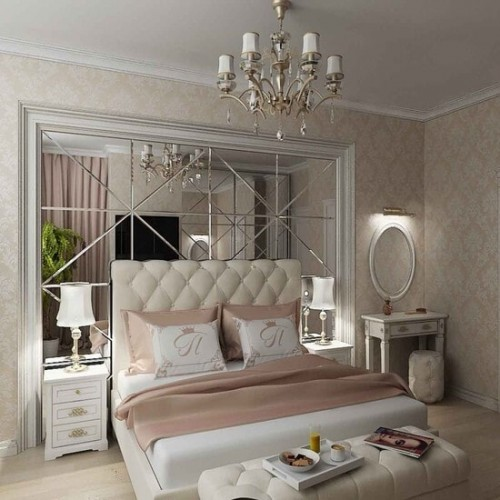 Зеркальное панно в спальню из треугольной зеркальной плитки